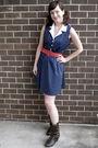 Blue-dress-pink-belt-brown-boots
