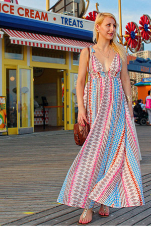 maxi Lulus dress - brown garage bag - Spring sandals