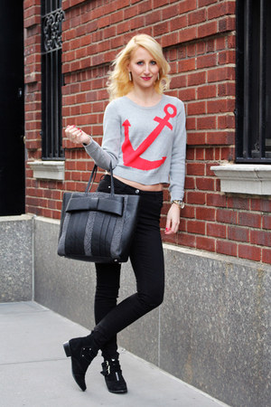 heather gray cropped Dynamite sweater - black Zigi Soho boots