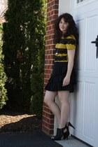 black BCBG shoes - mustard Megan Nielsen t-shirt - black banana republic skirt -