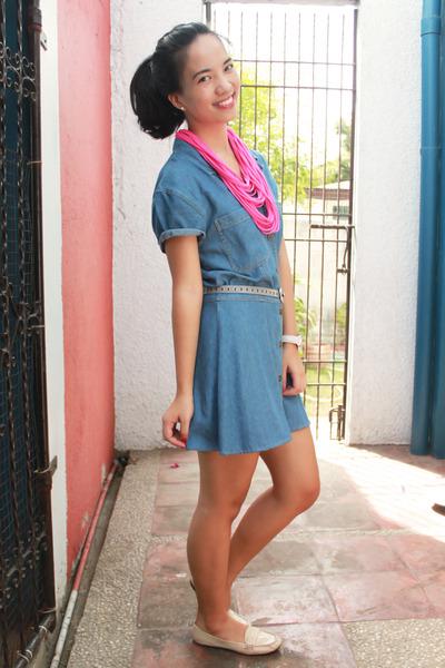 hot pink Simones Closet accessories
