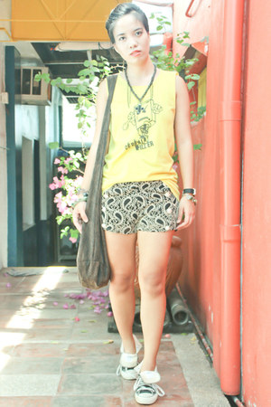 black The Posh Wardrobe shorts - yellow Herro Hachi shirt