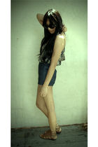 gray Dolce Vita top - blue Forever 21 shorts - brown Dolce Vita shoes