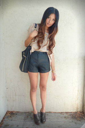 beige Forever 21 sweater - black Forever 21 shorts - black Zara bag