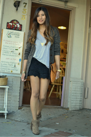 light brown sam edelman boots - black Solemio shorts - heather gray t by alexand