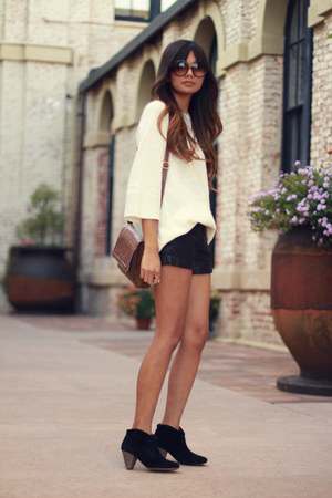 cream H&M sweater - black Forever21 shorts