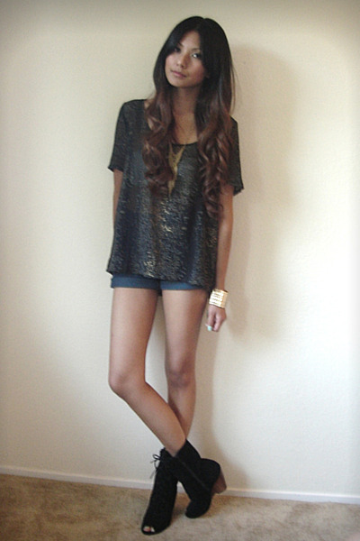 black Patterson J Kincaid blouse - blue Levis shorts - black Deena &amp; Ozzy boots