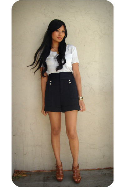 gray sunshine & shadow top - black Zara shorts - brown Cynthia Vincent shoes - g