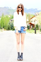 white blouse - sky blue vintage levis shorts - black Ray Ban sunglasses