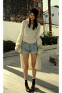 Beige-goodwill-sweater-white-shirt-blue-levi-501-shorts-brown-jeffrey-camb