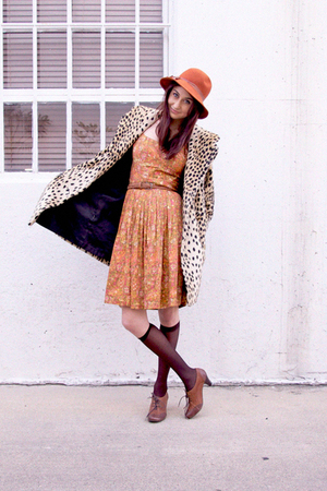 orange vintage hat - orange vintage dress - beige vintage coat - brown jeffrey c
