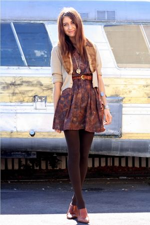 brown vinage dress - brown vintage shoes - beige vintage sweater