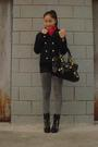 Black-jacket-red-scarf-gray-jeans-black-shoes