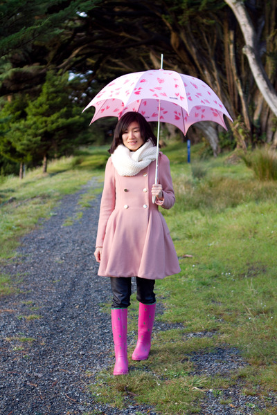 rain boots Ralph Lauren boots - snood Gap scarf - umbrella Moschino accessories
