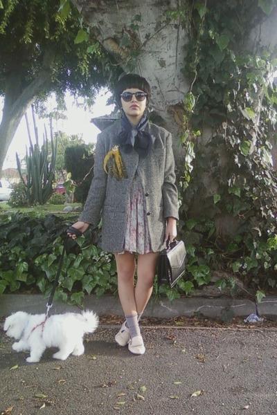 gray vintage jacket - beige vinage dress - black vintage accessories - beige Ale