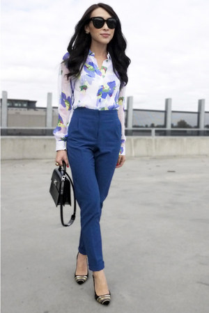 white flower Theory blouse - black patent Louis Vuitton bag