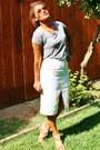 Heather-gray-thrift-shirt-white-floral-print-thrift-skirt