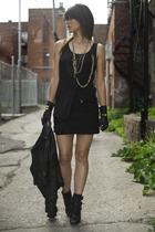 H&M top - Zara skirt - Urban Behaviour jacket - Diesel gloves - Old Gold Boutiqu