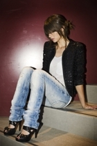 vintage blazer - Urban Outfitters t-shirt - Zara jeans - Aldo shoes