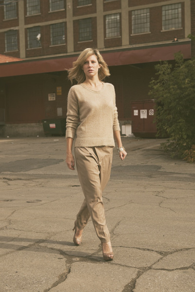 beige Zara sweater - beige Zara pants - beige Aldo shoes - silver chiccanecom br