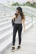 dark gray H&M jeans - black romwe bag - white asos top