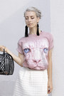 Black-plastic-basket-h-m-divided-bag-light-pink-hairless-cat-dedoles-t-shirt