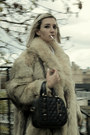 Beige-fur-thrifted-coat-white-dg-thrifted-shirt-black-leather-zara-bag