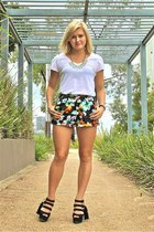 chartreuse sabo skirt shorts - white Dotti t-shirt - black Zu Shoes heels