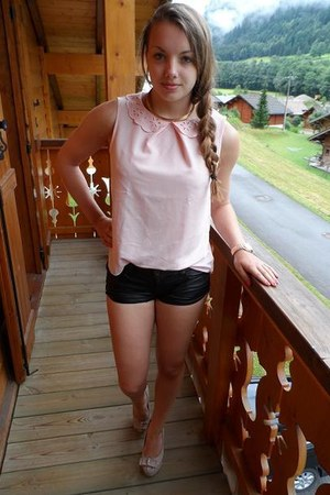 gold necklace - black shorts - gold watch - light pink top