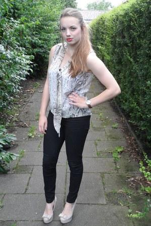 black jeans - eggshell blouse - light pink heels - brown watch