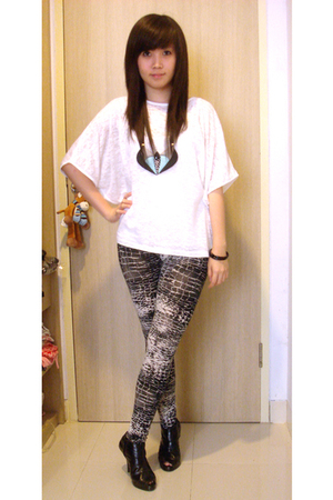 shirt - leggings - shoes - accessories