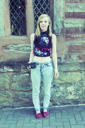 galaxy crop Missguided top - acid wash H&M jeans - burgundy TOMS flats