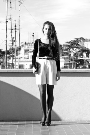 black Zara heels - ivory vintage shorts - black vintage top - black Zara belt