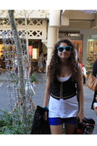 white - black Dotti vest - blue shorts - blue sunglasses