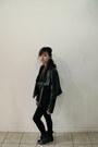 Black-boots-black-jacket-black-leggings-heather-gray-shirt-black-hoodie