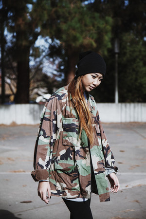 dark green camo oversized thrifted jacket - black cotton beanie Forever 21 hat