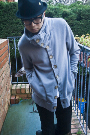 Fat Store jumper - vintage boots - Levis jeans - Manvious hat