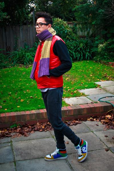 wool Spongestore scarf - cotton Zara pants - Acupuncture sneakers
