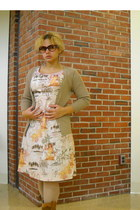 neutral hawaiin dress