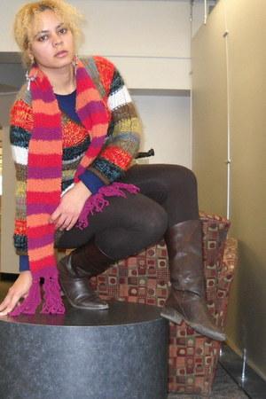 red scarf - brown leggings