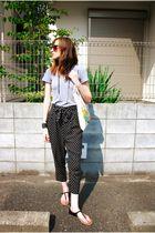 black jeanasis pants - gray Tshirt t-shirt - black f21 shoes - beige Graphia