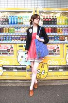 pink Hanjiro top - blue Uniqlo shorts - blue Marimekko accessories