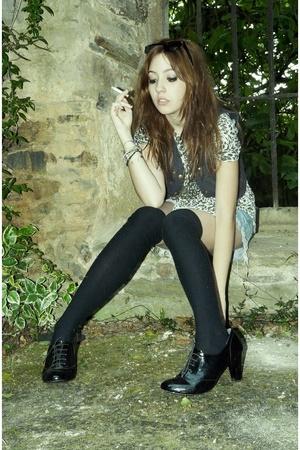 shoes - tights - vest - jeans