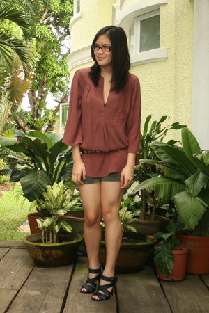 Laundry by Design blouse - Zara belt - Gap shorts - Zara shoes