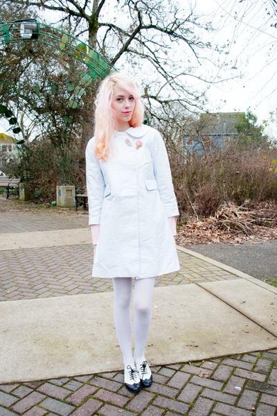 white plastic kling cape - ivory Target tights - navy kohls flats
