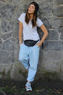Monki-jeans-h-m-t-shirt-new-balance-sneakers