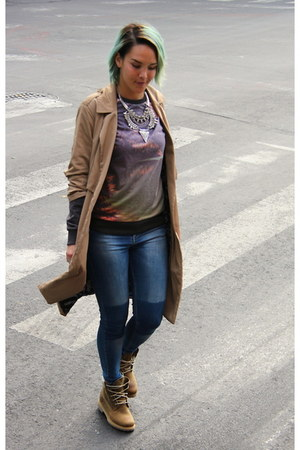 Red Queen Joyería necklace - Timberland boots - Stradivarius jeans - Zara jacket