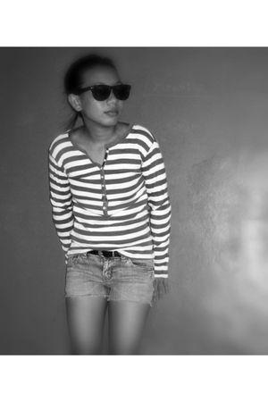 rayban sunglasses - Mango sweater - Topshop belt - Levis shorts