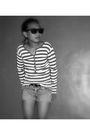 Rayban-sunglasses-mango-sweater-topshop-belt-levis-shorts
