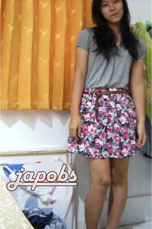 floral print Forever21 skirt - basic Forever21 shirt